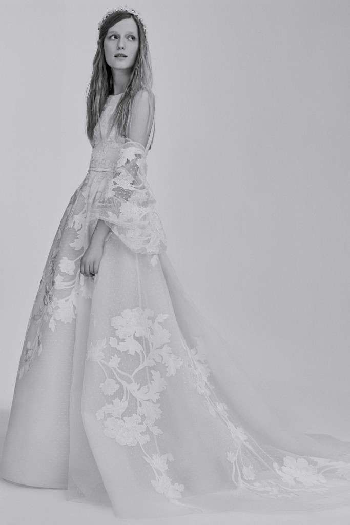 elie_saab_bridal_2017_a_couple_wedding_journal_15