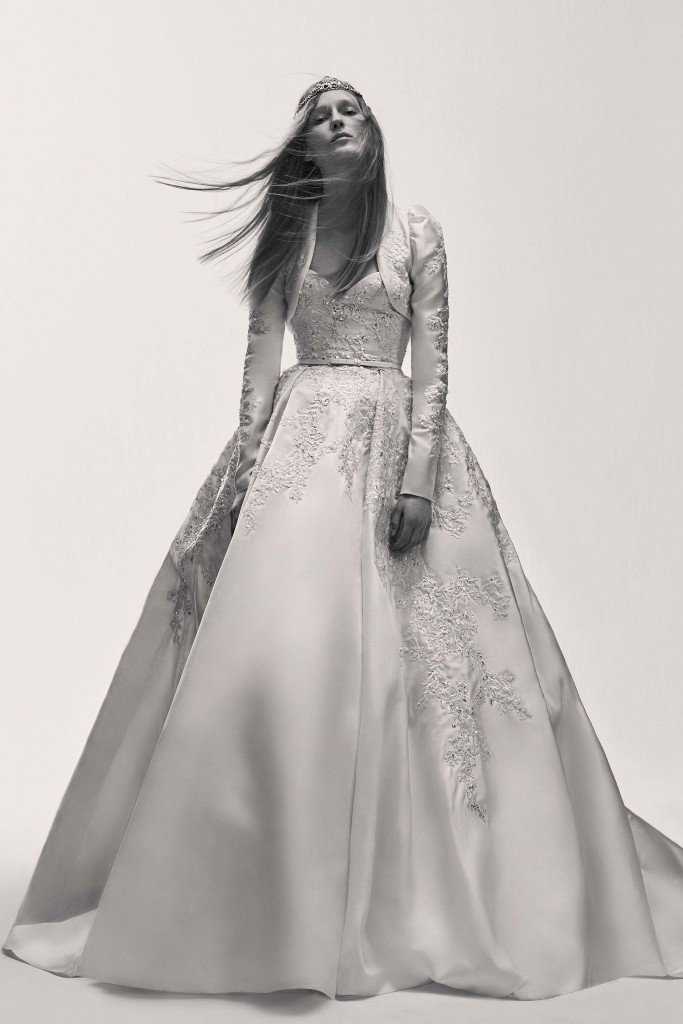 elie_saab_bridal_2017_a_couple_wedding_journal_27